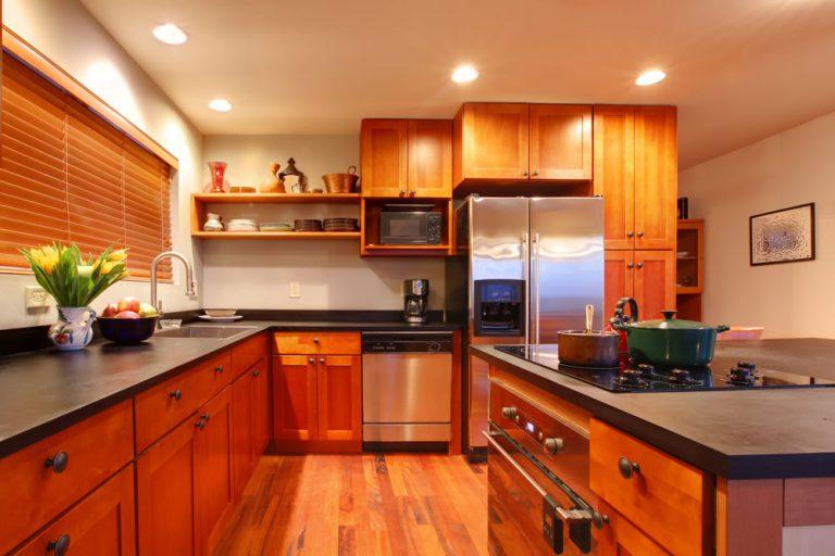 Sprawdzone sposoby na urządzenie przytulnej kuchni