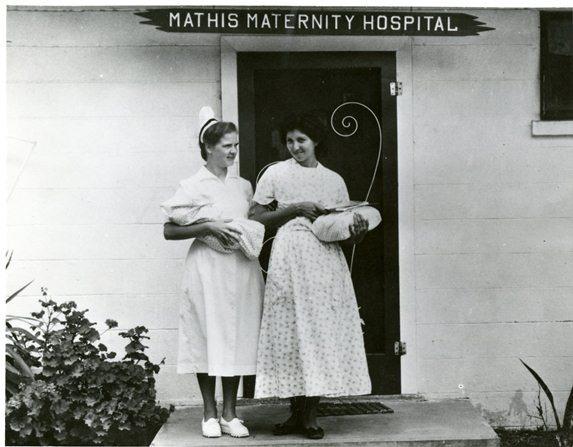 Wyprawka dla noworodka. Co warto kupić jeszcze przed narodzinami dziecka, a z czym warto poczekać?
