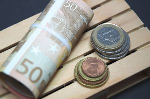 Nie przepłacaj, kupując euro w banku. Sprawdź kurs euro w Internecie.