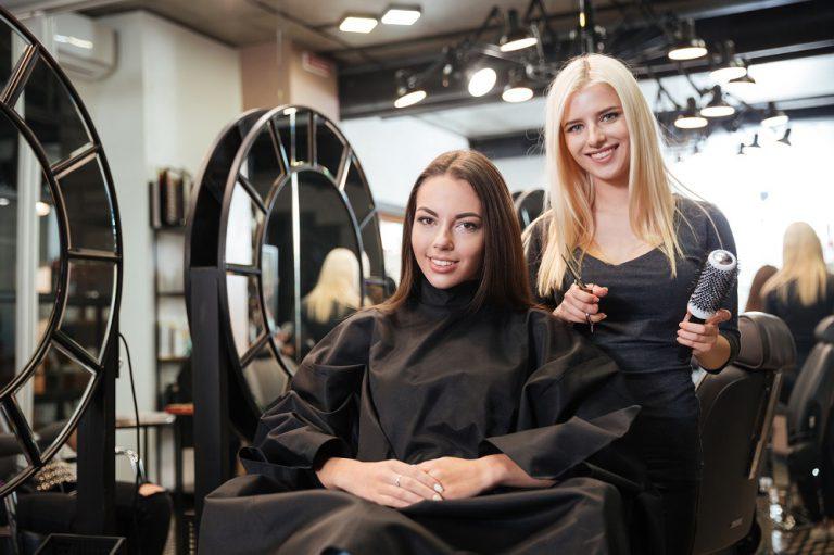Keratynowe prostowanie włosów – skuteczny sposób na zniszczone włosy