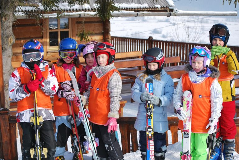 Rodzinne wyjazdy na narty – jak się do nich przygotować?