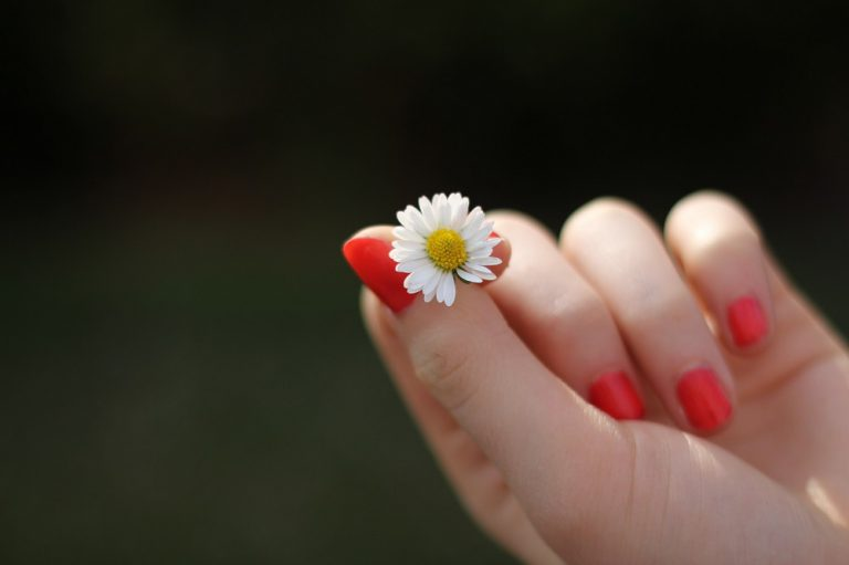 Piękne dłonie – co zrobić, by je posiadać?