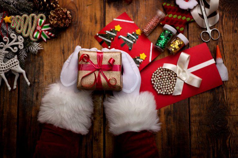 Co kupić na prezent na Mikołajki? Pluszowe propozycje dostosowane do zainteresowań