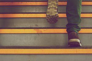 Ból stawów – co oznacza i kiedy zgłosić się do specjalisty?