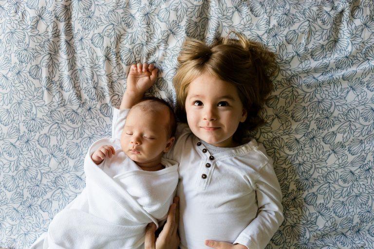 Czy i kiedy używać poduszki klin dla niemowlaka i dzieciaka?