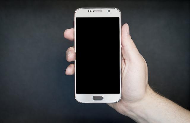 Telefon dla starszej osoby – najważniejsze parametry