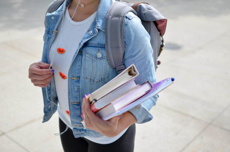 Jak wybrać odpowiedni kurs językowy dla nastolatka?