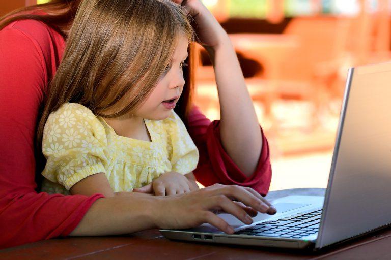 Czy uczyć i jak uczyć dzieci programowania?