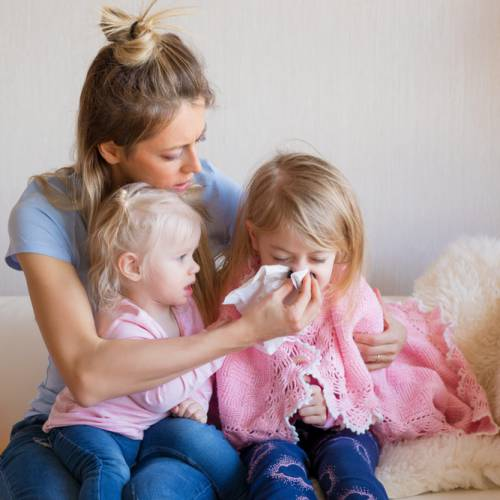 Jak skutecznie leczyć katar u dziecka?