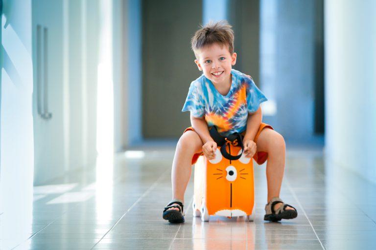 Wakacje tuż tuż. Jak zadbać o opiekę nad dzieckiem?