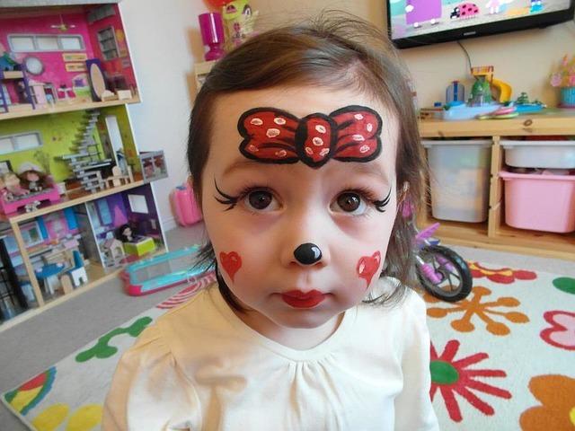 Kosmetyki i lakiery do paznokci dla dzieci. Radość i bezpieczeństwo