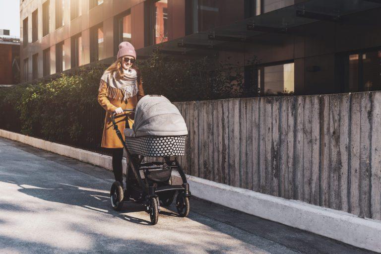 Kilka wskazówek przed zakupem wózka dla niemowlaka