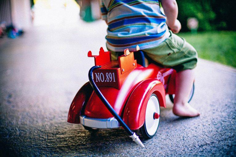 Samochód na akumulator – wyjątkowy prezent dla dziecka!