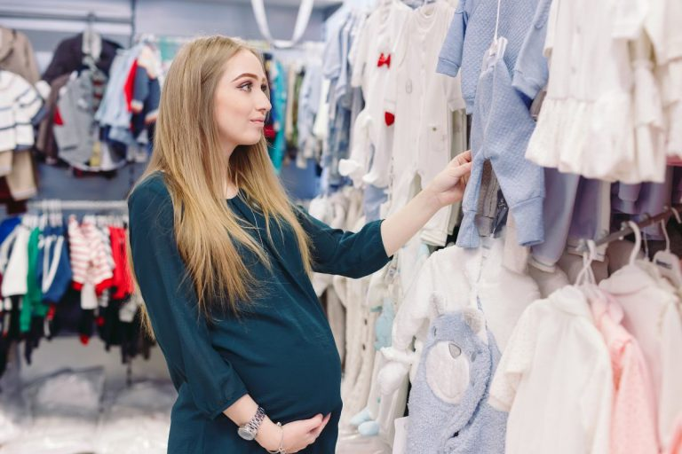 Jakie ubranka wybrać kompletując wyprawkę dla dziecka?
