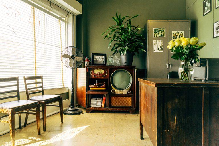Modern vintage – elegancka odmiana surowości i stylu retro