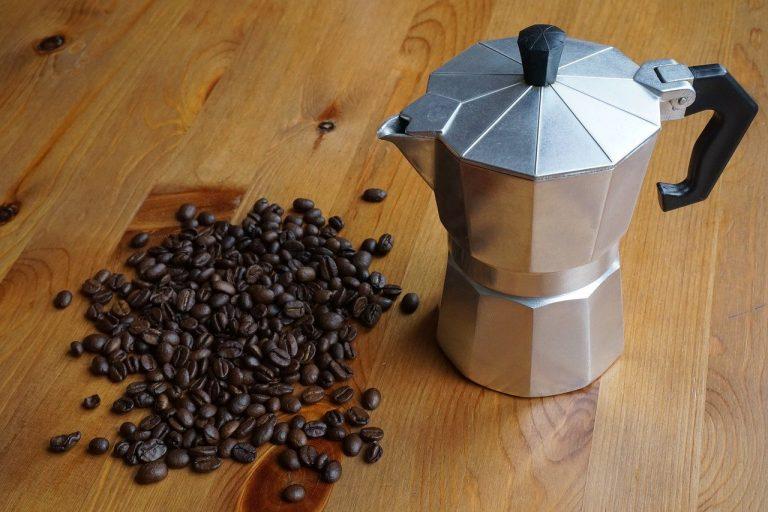 Jak dbać o kawiarkę? Poznaj sprawdzone sposoby na pielęgnację tego urządzania!
