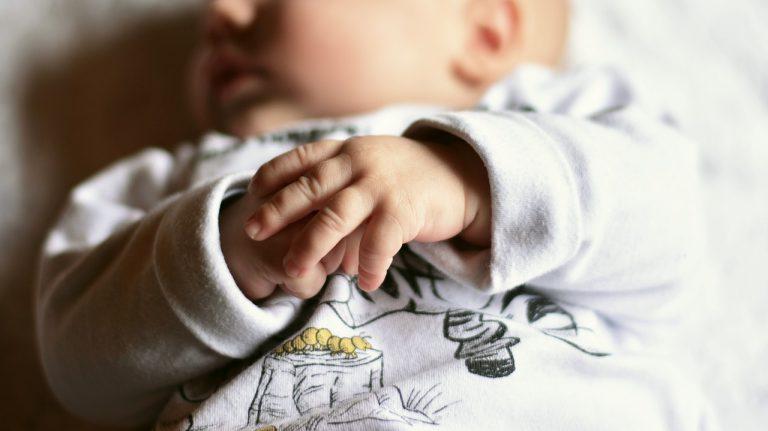 Szumiący króliczek Moonie dla niemowląt i małych dzieci