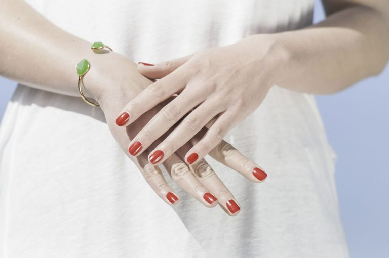 Odżywki do paznokci – jakich efektów możesz spodziewać się przy regularnym stosowaniu?