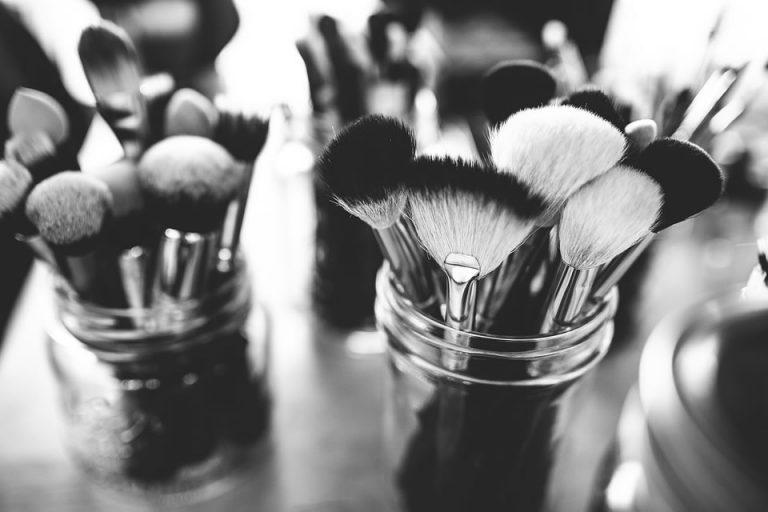 Aby zawsze wyjść z twarzą… Tajemnice udanego makijażu.