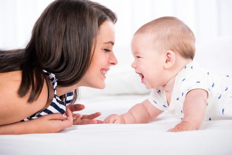 Jak rozwija się dziecko w 7 miesiącu życia
