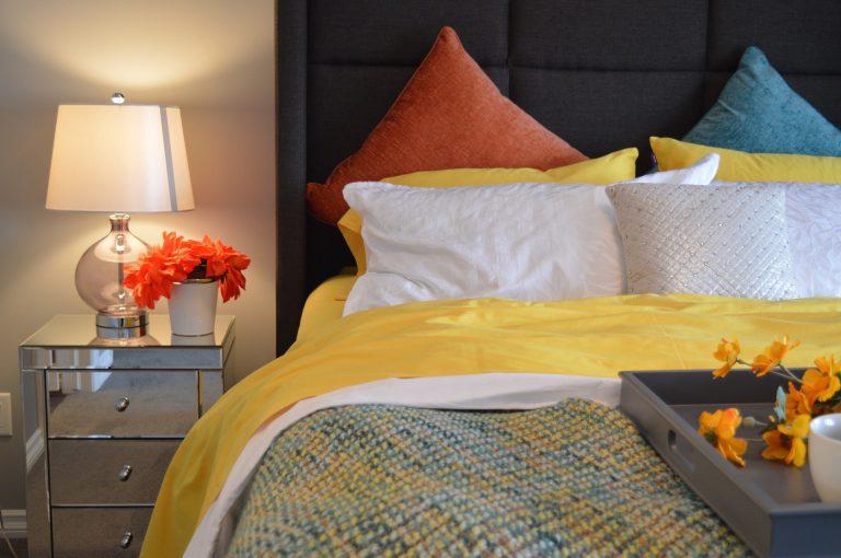 Poduszki do spania – co oferują sklepy?