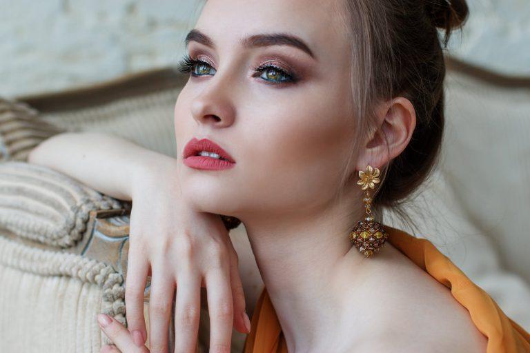 Kosmetyki do makijażu – 5 typów, które powinna mieć każda kobieta