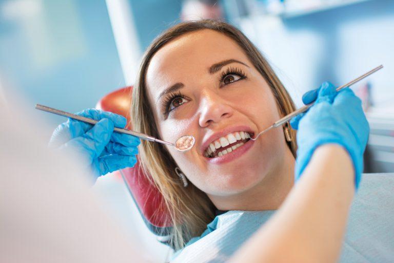 Nowoczesna stomatologia. Zadbaj o zdrowie i estetykę zębów