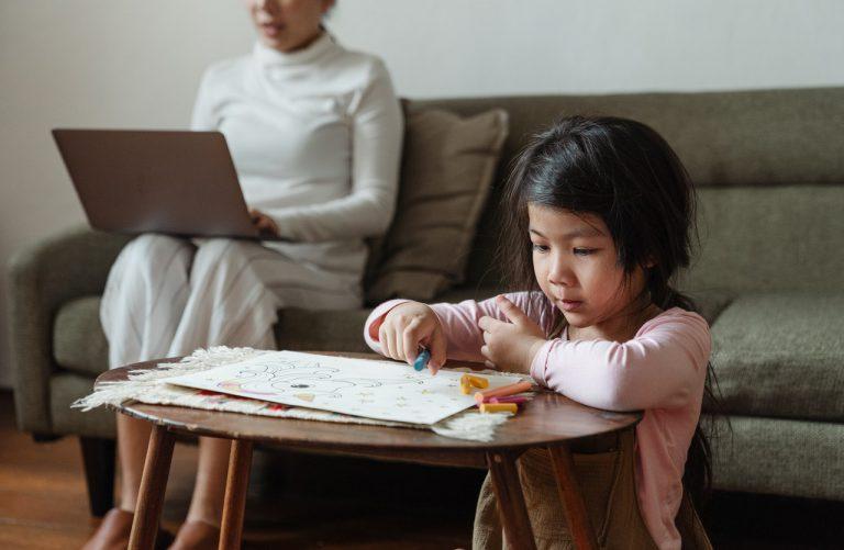 Dlaczego inwestycja w tablicę do pisania jest edukacyjnym strzałem w dziesiątkę?